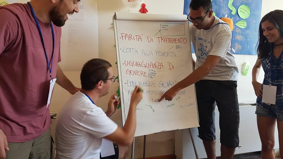 Un momento di scambio e condivisione delle idee durante il meeting
